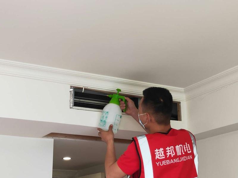家用中央空调清洗维保